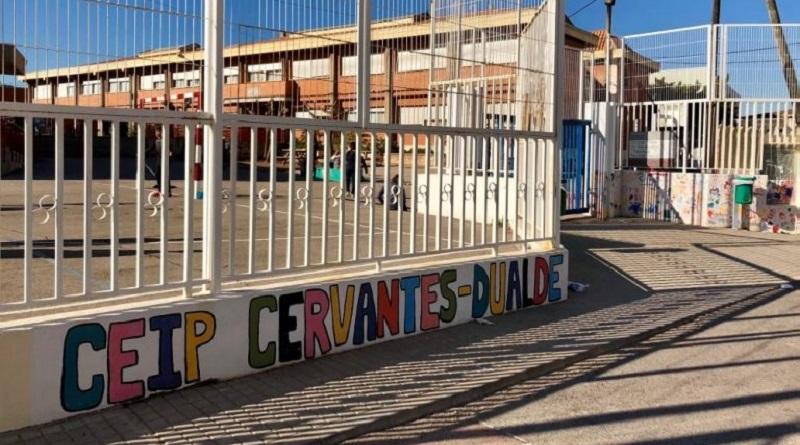 Cartonajesla Plana fa una donació econòmica a l'Escola per completar les beques-menjador